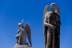 Mannetje, Angel Statues in Begraafplaats royalty-vrije stock foto