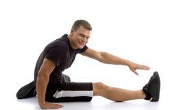 Mannetje dat zijn been uitrekt royalty-vrije stock foto