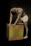 Mannetje met een doos Royalty-vrije Stock Fotografie