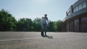 Mannetje met skateboard stock videobeelden