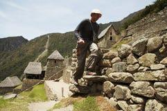 Mannetje in stads machu-Picchu Stock Foto's