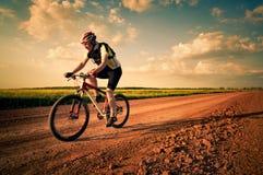 Mannextremradfahren Stockfotografie