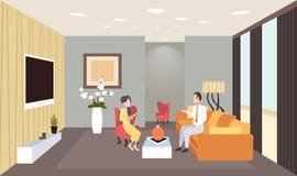 Mannfrau, die während des Treffens von den Paaren haben Innenmoderne Hauptwohnung des zeitgenössischen Wohnzimmers des Gespräches lizenzfreie abbildung