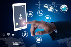 Mannhände zeigen auf Touch Screen Lizenzfreie Stockfotografie