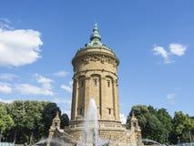 Mannheim, Allemagne Friedrichsplatz, le parc de ville dans l'heure d'été Photographie stock libre de droits