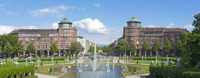 Mannheim, Allemagne Friedrichsplatz, le parc de ville dans l'heure d'été Images stock