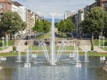 Mannheim, Allemagne Friedrichsplatz, le parc de ville dans l'heure d'été Images libres de droits