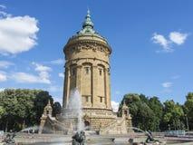 Mannheim, Allemagne Friedrichsplatz, le parc de ville dans l'heure d'été Image stock