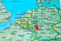 Mannheim, Deutschland steckte auf eine Karte von Europa fest Lizenzfreies Stockbild