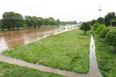 MANNHEIM NIEMCY, MAJ, - 22, 2019: Rzeczna Neckar powódź, wysoka woda i zdjęcia stock