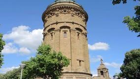 Mannheim Tyskland, Friedrichsplatz och Wasserturmen i sommartid stock video