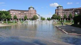 Mannheim Tyskland Friedrichsplatz staden parkerar i sommartid lager videofilmer
