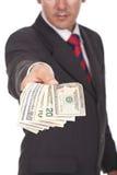 Mannholding und Dollarscheine weg geben lizenzfreies stockfoto