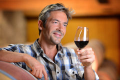 Mannholdingglas Wein Stockfotografie