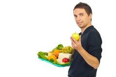 Mannholdinghochebene mit gesunder Nahrung Stockfotografie