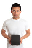 Mannholdingkastenprodukt oder -geschenk Stockbild