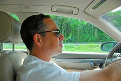 Mannlaufwerkauto Lizenzfreie Stockfotos
