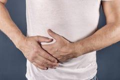 Mannleiden von den Schmerz in seiner Seite Hintergrund für eine Einladungskarte oder einen Glückwunsch Magen, Leberschmerz, Pankr lizenzfreies stockbild