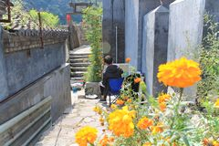 Mannmalerei im alten Dorf von Cuandixia lizenzfreies stockfoto