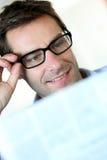 Mannmesswert mit Brillen Lizenzfreie Stockfotos