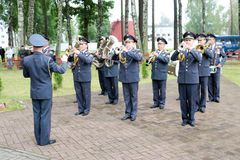 Mannmilitärmilitärkapelle mit Trompeten und Blasinstrumente feiern Ehre am Tag des Sieges Moskau, Russland, 05 09 2018 lizenzfreie stockfotos