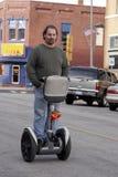 Mannreiten Segway Lizenzfreies Stockfoto