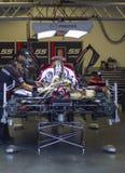 Mannschaft bearbeitet Mazda DP-Rennwagen an Daytona-Speedway Florida Lizenzfreie Stockfotos