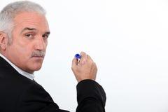 Mannschreiben auf weißem Vorstand Lizenzfreie Stockfotos