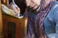 Mannschreiben mit Bleistift Lizenzfreies Stockbild