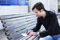 Mannschreibensbuchstabe Stockfoto