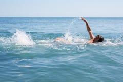 Mannschwimmen Stockfoto