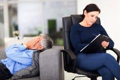 Mannsitzungstherapeut lizenzfreies stockbild