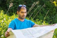 Manntourist im Wald Lizenzfreies Stockbild