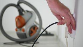 Manntrennungs-Staubsauger von Sockelendreinigungsbüroboden stock video footage