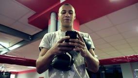 Mannverpacken im Ring, Lebensstilsport stock video footage