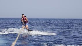 Mannwakeboarder in Meer im Sommer Lizenzfreie Stockfotografie