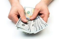 Mannzählung das neue US-Dollars lokalisiert auf Weiß lizenzfreies stockbild