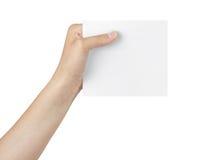 Mano adolescente femenina que sostiene la tarjeta blanca Fotografía de archivo libre de regalías