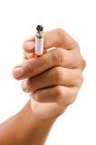 Mano aislada del hombre que sostiene el cigarrillo Imagen de archivo libre de regalías