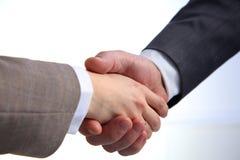 Mano amica Uomo d'affari due che stringe le mani a vicenda nell'ufficio Immagine Stock