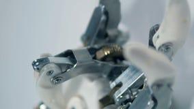 Mano automatizada en el trabajo, producción cibernética de la prótesis almacen de video