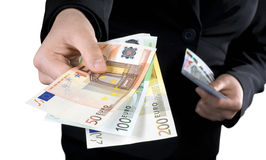 Mano che dà gli euro soldi delle banconote Fotografia Stock Libera da Diritti