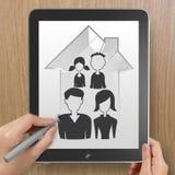 Mano che disegna casa 3d con l'icona della famiglia Fotografie Stock Libere da Diritti