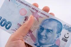Mano che giudica 100 banconote della Lira di Turksh disponibile Fotografie Stock