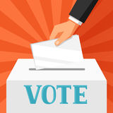 Mano che mette scheda di votazione in urna Illustrazione politica di elezioni per le insegne, i siti Web, le insegne e i flayers Fotografie Stock