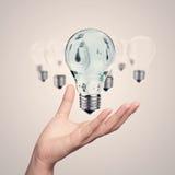 Mano che mostra a 3d lampadina Fotografia Stock Libera da Diritti