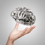 Mano che mostra il cervello umano del metallo 3d Immagini Stock Libere da Diritti
