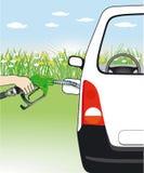 Mano che rifornisce l'automobile di combustibile Immagini Stock Libere da Diritti