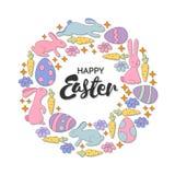 Mano che segna la carta con lettere di pasqua felice Corona d'annata con i coniglietti, i fiori, i cuori e le farfalle Immagini Stock Libere da Diritti