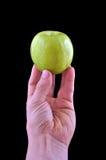 Mano che sostiene una mela Fotografie Stock Libere da Diritti